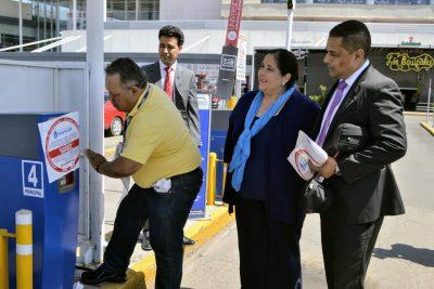 Clausuran estacionamiento de Paseo Durango; debe otorgar 1 hora gratis