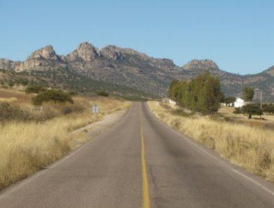 Encuentran cadáver a orillas de carretera a Tepehuanes