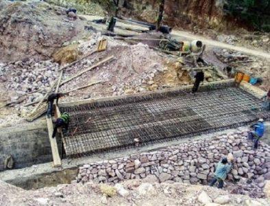 Avanza reparación de socavón en Huazamota
