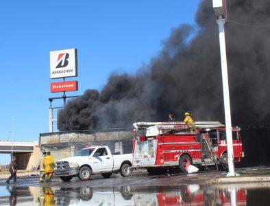 Con prontitud, Vicente Guerrero atendió incendio de llantera