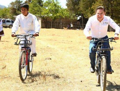 """Mezquital, el más beneficiado con """"A la escuela en Bicicleta"""": Aispuro"""