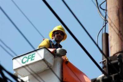 Amanecen 8 municipios sin energía eléctrica