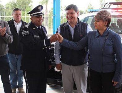 Entregan patrulla en beneficio de los habitantes de Canatlán