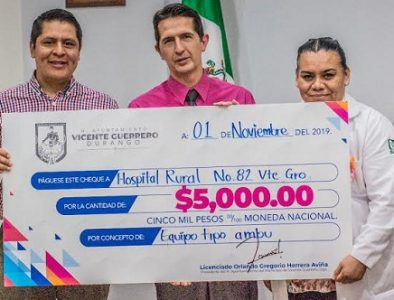 Apoya Orlando Herrera con la donación de su sueldo al sector Salud