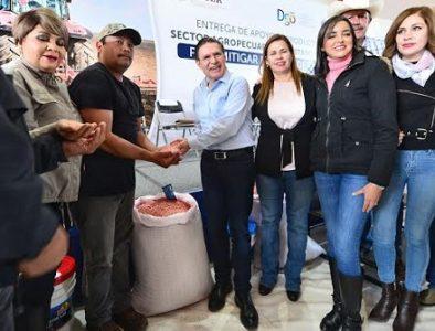 Reciben apoyo 2 mil 400 productores de Canatlán