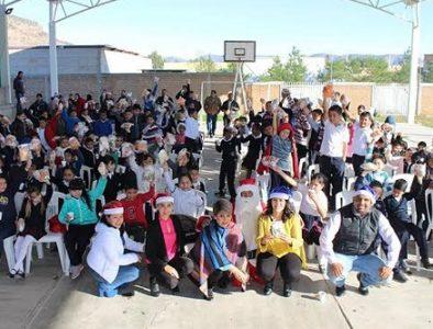 Inicia la entrega de aguinaldos a niños de Canatlán
