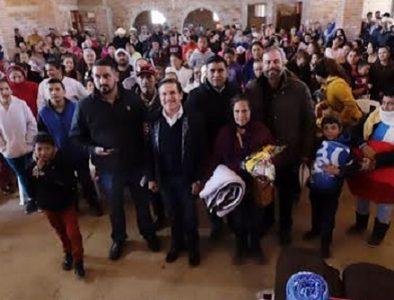 Gobernador entrega mil 800 apoyos invernales en Tepehuanes