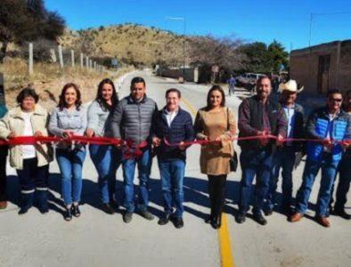 Gobernador entrega camino en Tepehuanes