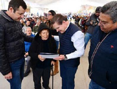 Gobierno del Estado cumple a familias santiagueras