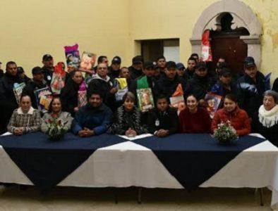 Reconocen en Canatlán a policías en su día