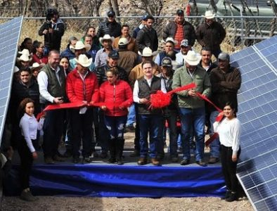 Entregan camino, unidad deportiva y módulos fotovoltaicos en Coneto de Comonfort