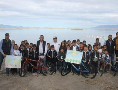 Premian a ganadores del concurso 'Laguna de Santiaguillo, su Flora y su Fauna'.
