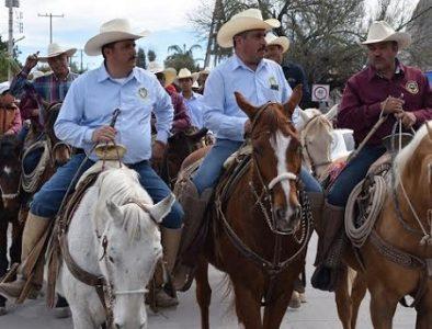 Con cabalgata, conmemoran aniversario de la Unión Ganadera de Peñón Blanco