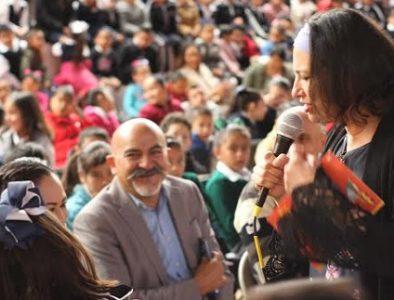 La escritora Vivian Mansour presenta en Vicente Guerrero sus obras más importantes