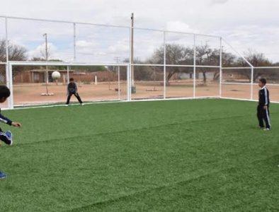 Construye Secope cancha deportiva en Ramón Corona