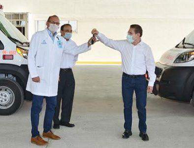 Aispuro entrega 3 ambulancias más en La Laguna