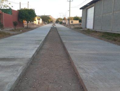 Continúan obras de pavimentación en comunidades de Nazas