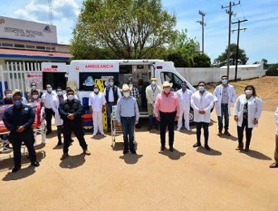 Entrega Aispuro ambulancia y equipamiento médico en La Guajolota
