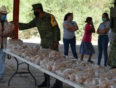 SEDENA realiza operativo de entrega de papas en comunidades de Peñón Blanco