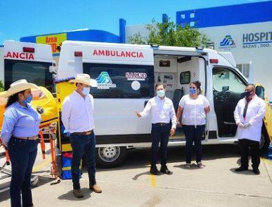 Entrega Aispuro ambulancia y equipo médico en Nazas