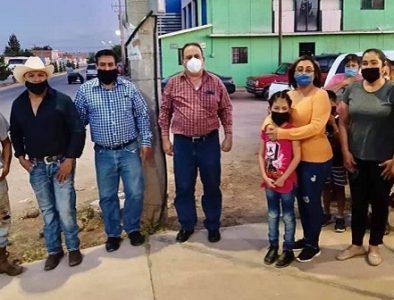 Alcalde de Guadalupe Victoria enciende las luminarias instaladas en avenida Juárez