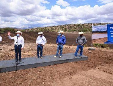 Reconstruyen bordo de abrevadero en comunidad Los Lobos, después de 62 años
