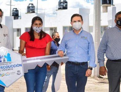 Gobernador entrega 60 acciones de vivienda en Nuevo Ideal