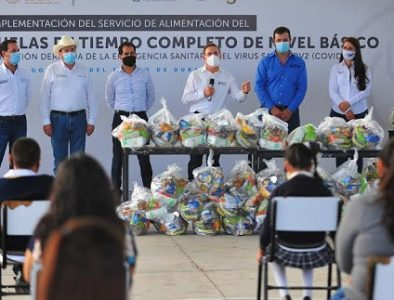 Aispuro lleva 8 mil paquetes alimentarios a familias de Santiago Papasquiaro