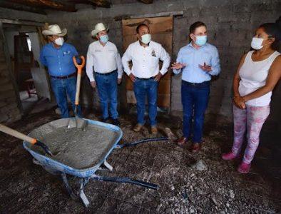 Aispuro continúa construcción de pisos firmes en 3 municipios más