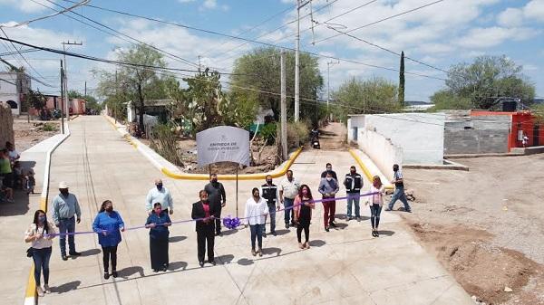 Luly Martínez inaugura obra de pavimentación en la comunidad Pueblo de Santiago