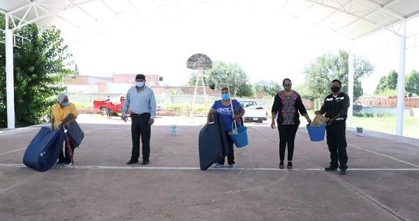 Entrega Luly Martínez apoyos del Fonden en comunidades afectadas por las lluvias