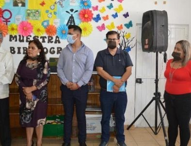 Escultor dona 400 libros a Bibliotecas Públicas de Poanas