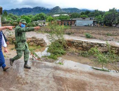 Atiende Aispuro necesidades inmediatas de población afectada por lluvias