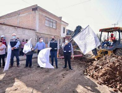 Salum responde con obras a vecinos de la Mayagoitia