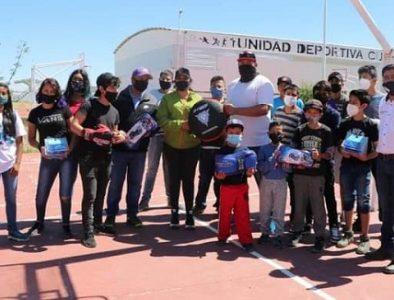 Luly Martínez inaugura Liga de Beisbol y entrega material deportivo al Club de Box