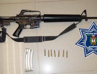 Detienen en Pueblo Nuevo a un hombre con rifle AR-15 y casi 300 dosis de droga