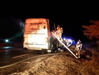 Fuego consume camión 'turistero' cerca de Nombre de Dios