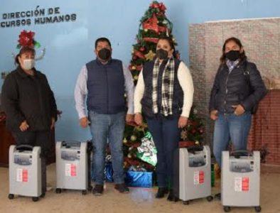 Alcaldesa de Nazas entrega equipos generadores de oxígeno