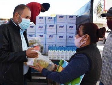 Continúa la entrega de apoyos escolares en Poanas