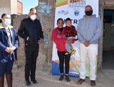 Entregan techos firmes a familias vulnerables de Poanas