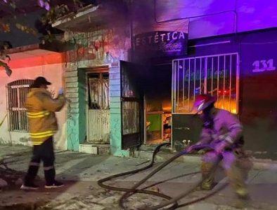 Fuego arrasa con estética en Gómez Palacio
