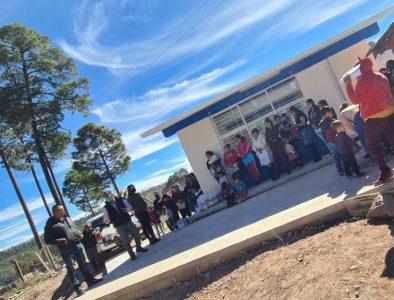 Entrega Gobierno de Otáez aula en preescolar de comunidad Macho Bayo