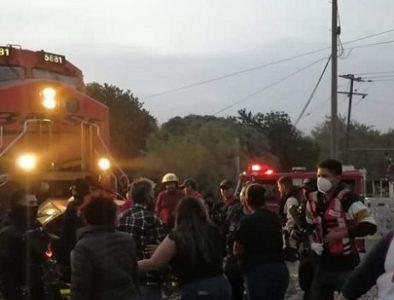 Mueren 7 integrantes de una familia tras choque de tren y carro en Gómez Palacio