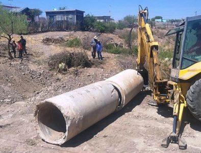 Entregan material para construcción y compactación de 2 puentes en la comunidad 12 de Diciembre
