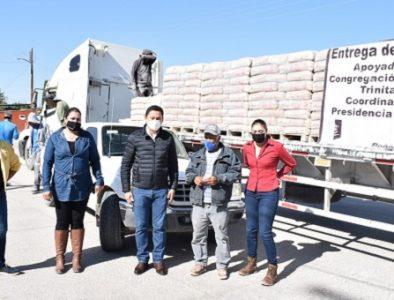 Alcalde de Peñón Blanco entrega material para construcción subsidiado
