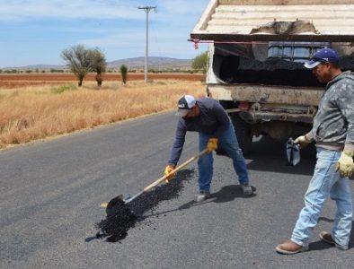Continúan los trabajos de bacheo en el municipio de Poanas