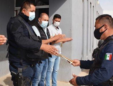 Entregan el Certificado Único Policial a 3 elementos de Seguridad Pública de Poanas