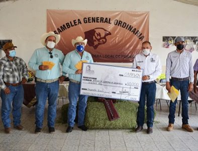 Entregan apoyo a ganaderos del municipio de Poanas