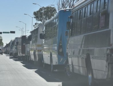 Se manifiestan choferes de transporte de personal por invasión de empresas foráneas