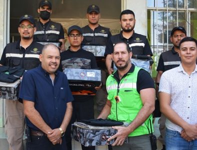 Entregan uniformes a elementos de Protección Civil y Cruz Roja de Poanas